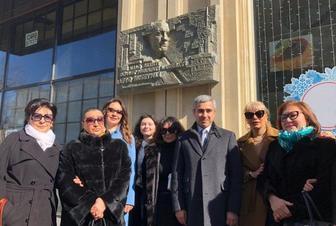 Xalq artisti Rafiq Hüseynovun yaşadığı evin qarşısında barelyefi açılıb -  FOTO
