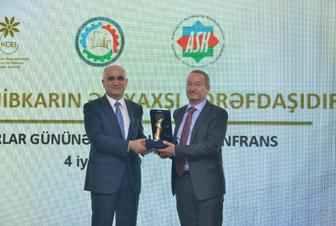 Bakcell receives an award from the Ministry of Economy
